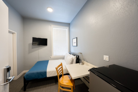 Full Bed With Private Bathroom - Non Smoking