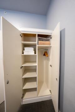The Urban Hotel - Room Closet